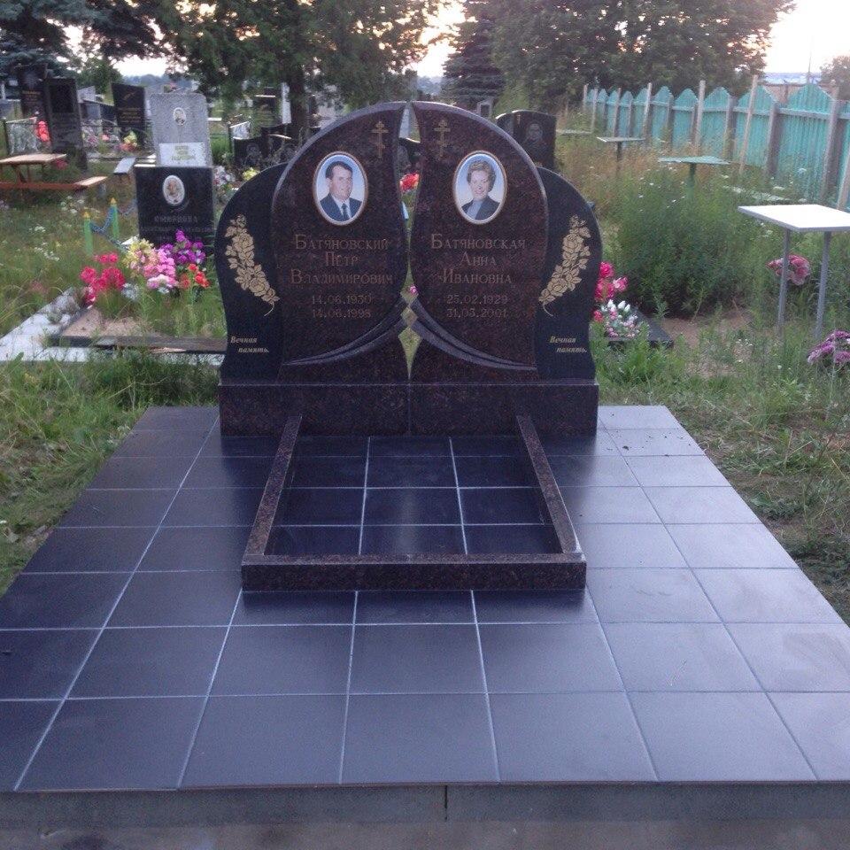 Памятник на двоих из дымовского гранита