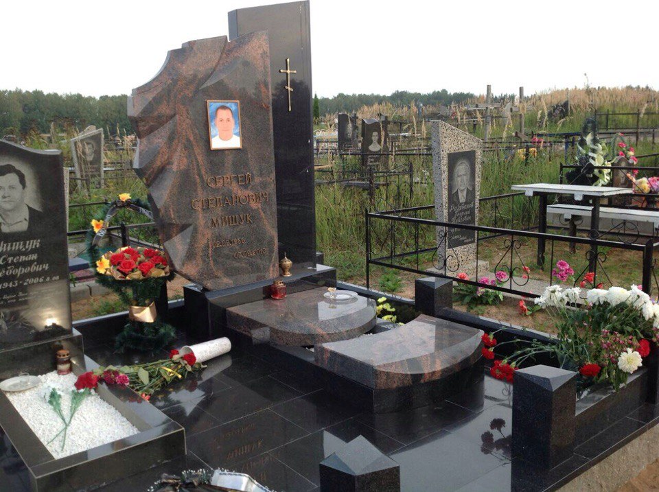Памятники из гранита Аврора